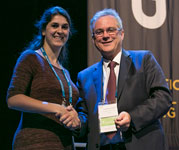 Milou Martens receiving the the BJS Society Prize