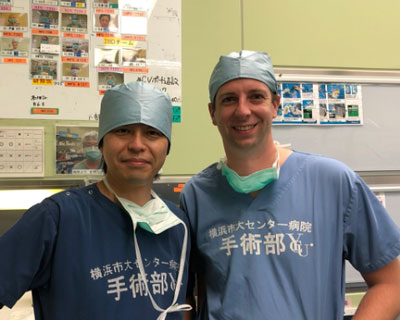 Professor Watanabe and Jasper Stijns in surgical clothes